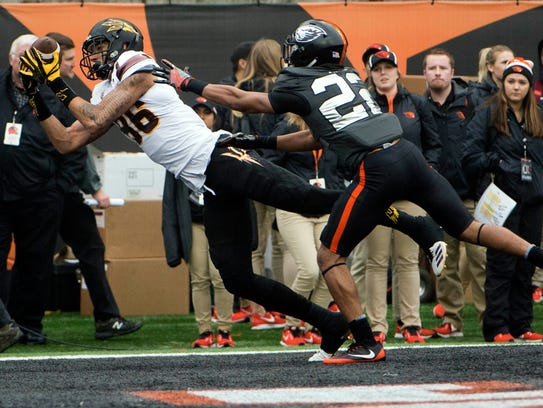 ASU wide receiver Curtis Hodges (86) catches a touchdown pass in the first quarter against Oregon State on Saturday.