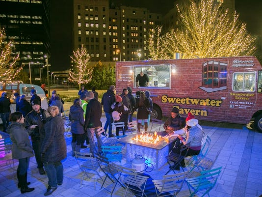 636476331883455975-Downtown-Street-Eats---winter-food-trucks---2-Courtesy-of-Downtown-Detroit-Partnership.jpg