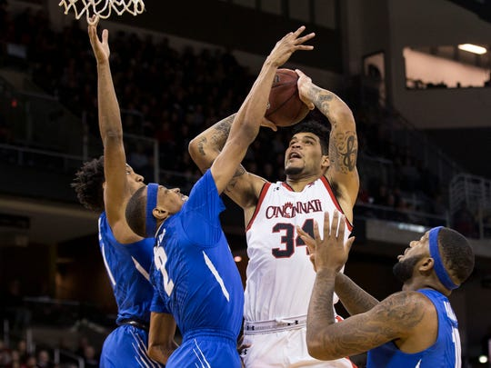 Cincinnati Bearcats guard Jarron Cumberland (34) drives