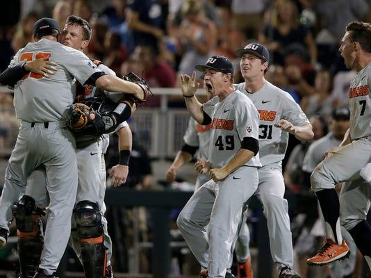 APTOPIX_CWS_Finals_Baseball_84037.jpg