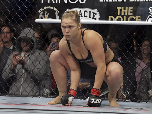 AP UFC 175 - ROUSEY'S REIGN S A MMA ENT USA NV