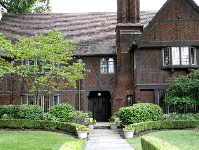 This Grosse Pointe Farms home was built in 1929 by