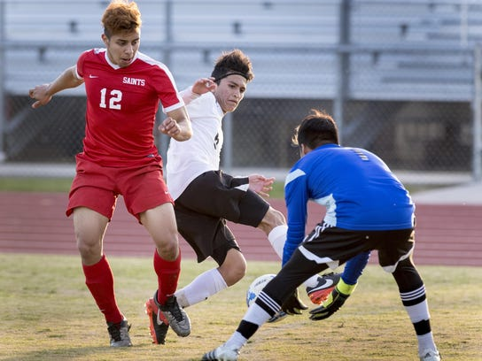 Santa Maria goalie Jose Manuel Hernandez, right, gets