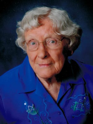 Emily was born on March 28, 1926 to Samuel and Laura Louise Moore.   She grew up on a dairy farm near Albert Lea, Minnesota and graduated with a B.S. degree from the University of Minnesota in 1950.  She joined the Clovia Sorority and Youth Caravan trips as a student.