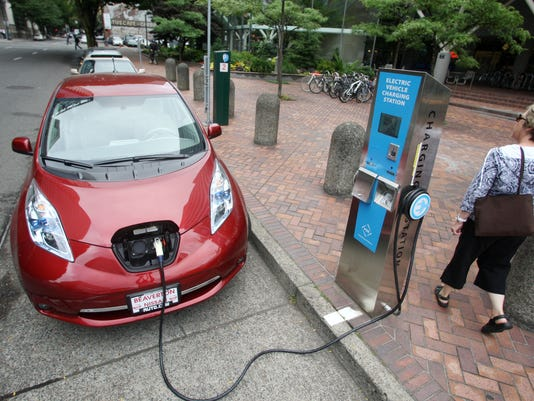AP ELECTRIC CAR COUNTRY DRIVING A USA OR