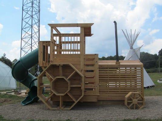 Tractorplayhouse-1.jpg