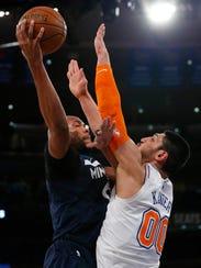 New York Knicks center Enes Kanter (00) defends against