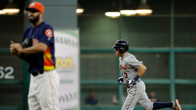 Ian Kinsler rounds the bases after hitting a two-run home run in the fifth inning Sunday.