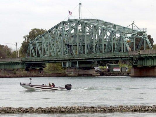 636335688123655668-Grosse-Ile-Bridge-002-.JPG