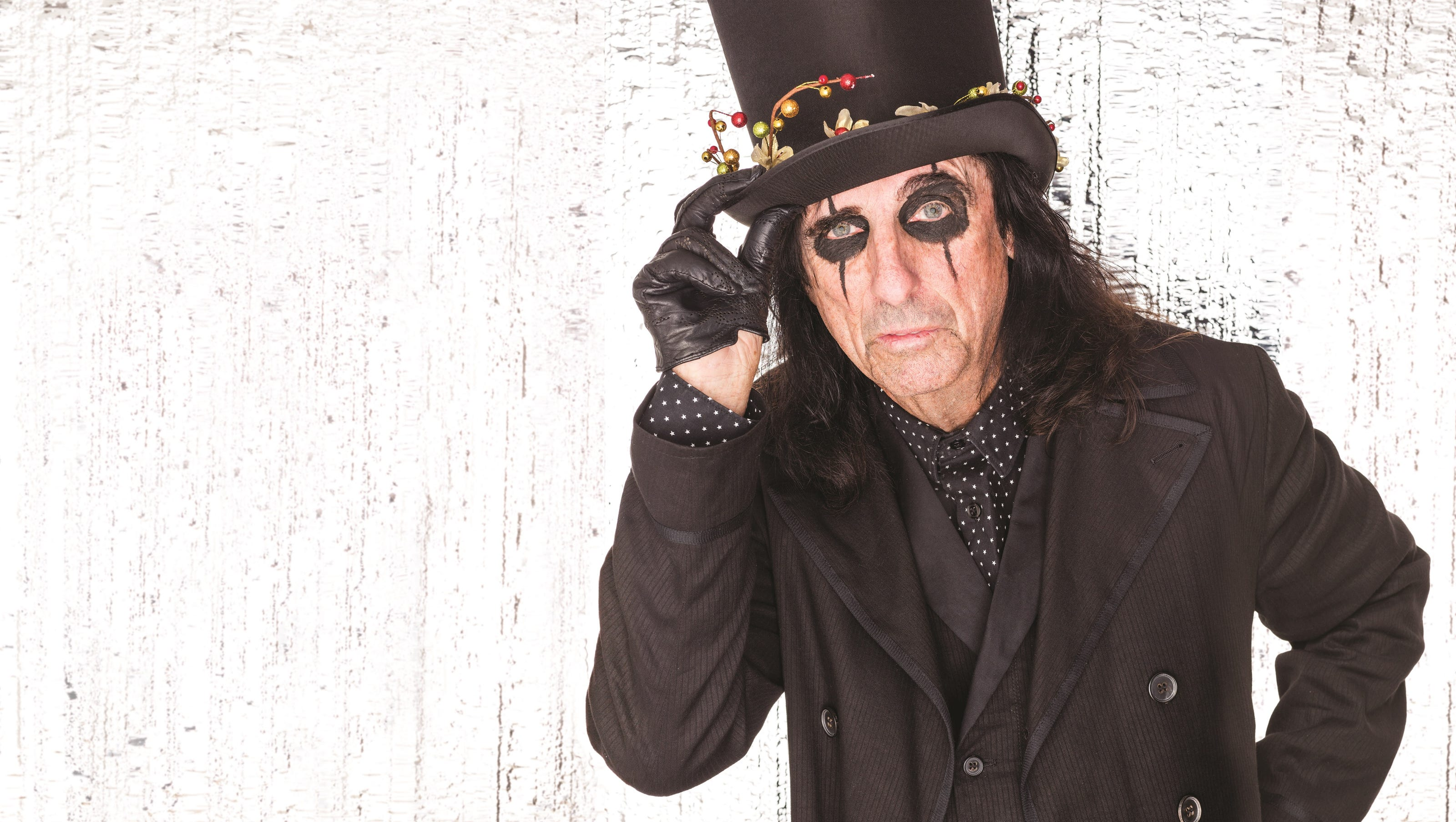 Joe Perry Alice Cooper Christmas Pudding 2021 Alice Cooper Of Hollywood Vampires Talks Christmas Pudding Jagger And Getting Older