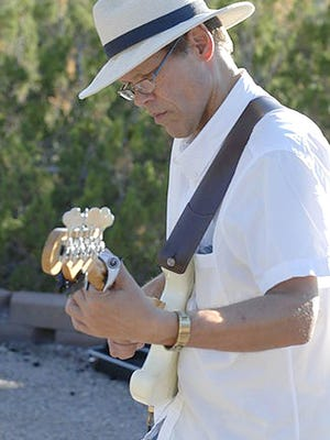 Scott Darsee performs at festivals, theaters and universities throughout the country.