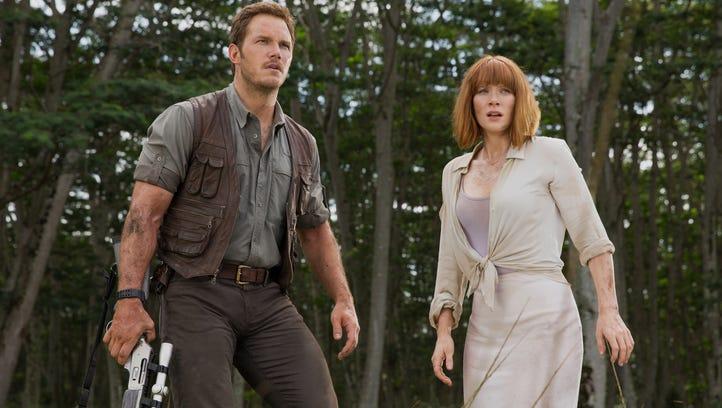 Owen (Chris Pratt) and Claire (Bryce Dallas Howard)