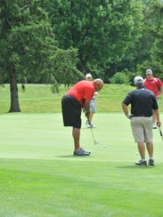 Satch Sullinger putts on the fifth hole at Marion Country