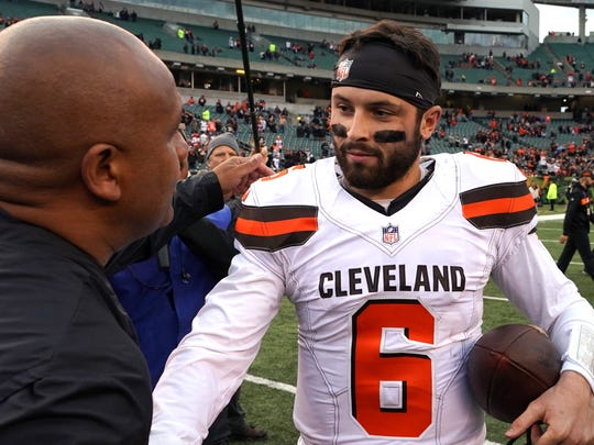 Nov 25, 2018; Cincinnati, OH, USA; Cincinnati Bengals special assistant to the head coach Hue Jackson (left) meets with Cleveland Browns quarterback Baker Mayfield (6) after their game at Paul Brown Stadium. Mandatory Credit: Aaron Doster-USA TODAY Sports ORG XMIT: USATSI-381548 ORIG FILE ID:  20181125_gav_db4_110.jpg