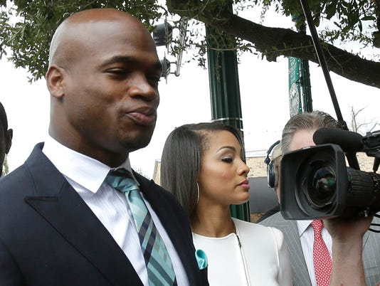 2014-11-04-adrian-peterson