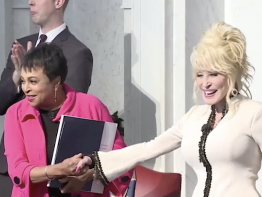 Dolly Parton presents 100 millionth Imagination Library book to Library of Congress.