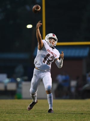 Palmetto sophomore Blair Garner throws a touchdown pass to junior Ray Beaty(21) against Wren during the first quarter at Wren High School in Piedmont on Friday.