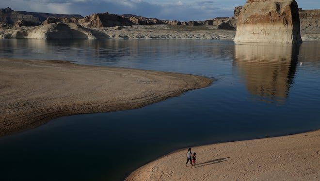 A 33-year old woman who jumped into Lake Powell managed to save her 2-year-old son before drowning. The toddler fell from a moving houseboat during a cruise with his family near the Halls Crossing area of the lake in Utah.