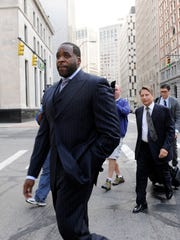 Ex-Mayor Kwame Kilpatrick outside federal court on