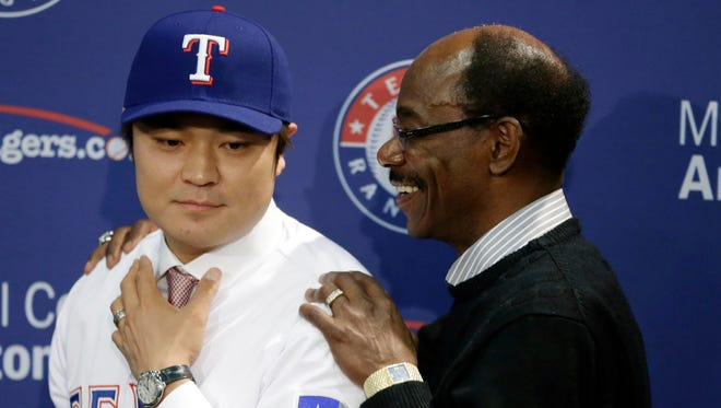 Shin-Soo Choo, left, with manager Ron Washington, gives the Rangers a strong leadoff bat after hitting .285 with 112 walks and a .423 on-base percentage last season.