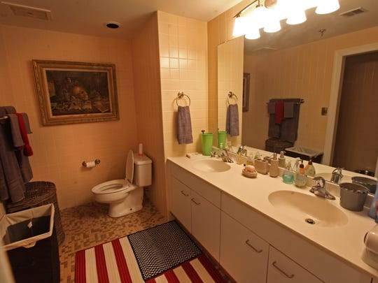 The one bedroom condo at Rockland Falls has one full bath and one partial bath.