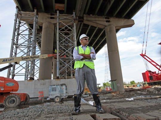 WIL 0717 BRIDGE FOLO