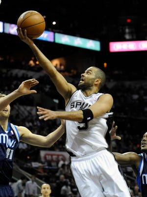 Tony Parker led the Spurs past the Mavericks hours after becoming a dad.