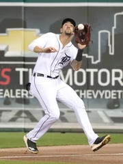 Detroit Tigers right fielder Nicholas Castellanos catches