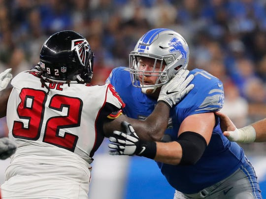 Detroit Lions offensive guard T.J. Lang (76) blocks