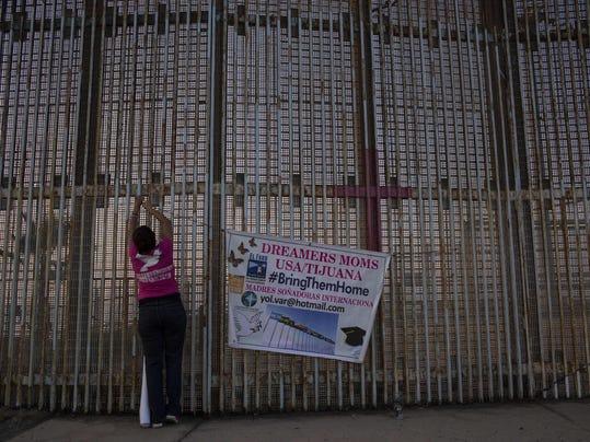 TOPSHOT-MEXICO-US-POLITICS-IMMIGRATION