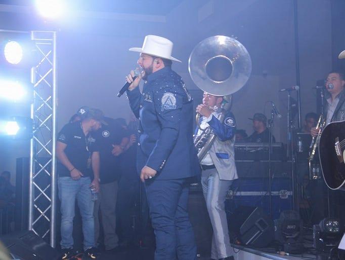 El cantante de narcocorridos El Fantama se presentó