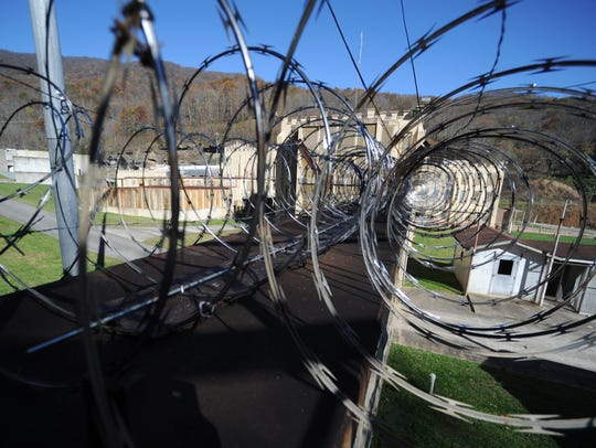 Razor wire loops over the outer wall of Brushy Mountain State Penitentiary in Petros, Tenn. (ADAM LAU/NEWS SENTINEL)