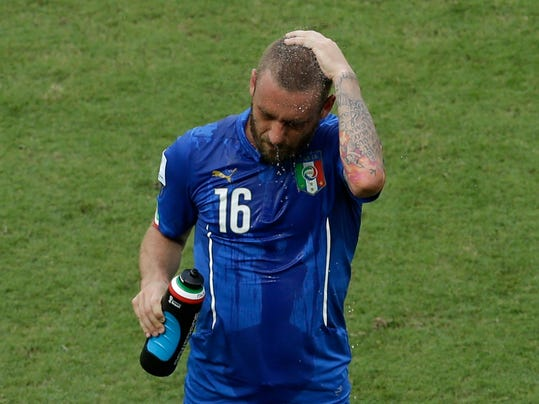 Italy's Daniele De Rossi cools himself during the group D World Cup soccer match between Italy and Costa Rica at the Arena Pernambuco in Recife, Brazil, Friday, June 20, 2014.  (AP Photo/Hassan Ammar)