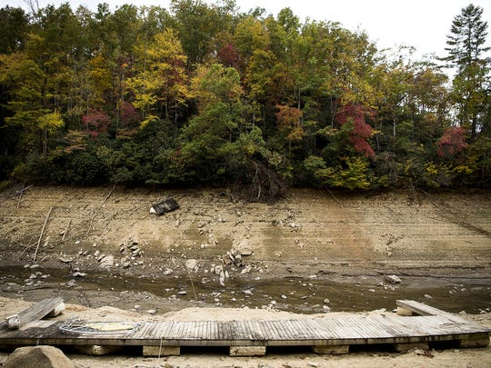 essay with its dire farmers battle their worst drought in years  photo essay drought at fontana lake in fall a boat dock rests on dry land  where