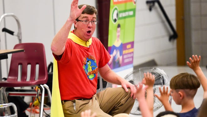 Dan Wardell of Iowa Public Television educates and entertains kids on June 24, 2016, in Ankeny.