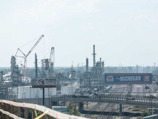 The Marathon refinery from the top of the I-75 Rouge