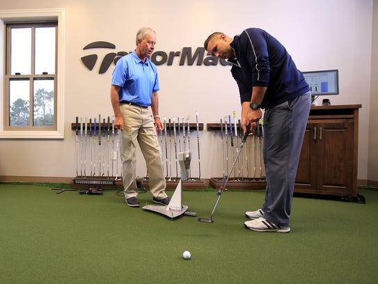 Laird Small (izquierda) ha sido parte integral de Pebble Beach desde 1996, y está reconocido como uno de los mejores maestros de golf del estado, además de ocupar un puesto entre los 100 mejores maestros de Estados Unidos durante los últimos 22 años, según la revista Golf.