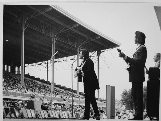 1970: Johnny Cash (left), with June Carter and the