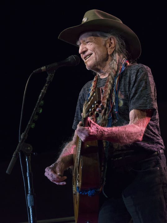 AP WILLIE NELSON A ENT USA FL