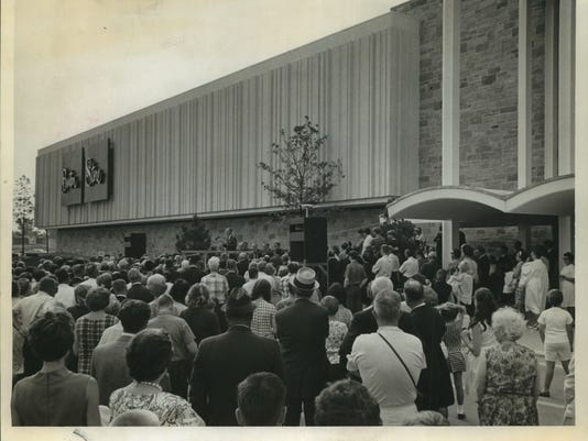 1967 Press Photo Opening of Boston Store at Brookfield Square Shopping Center
