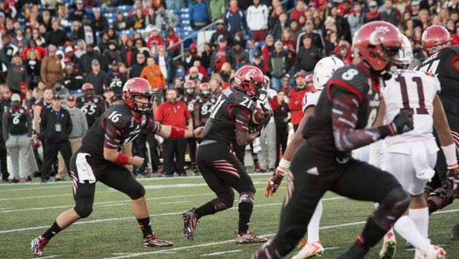 UC quarterback Michael Colosimo passes the ball to running back Rod Moore during a play in the fourth quarter. The Bearcats lost to Virginia Tech 33-17 during the Military Bowl.