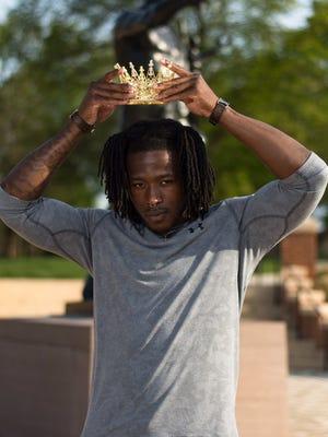 Former Tennessee running back Alvin Kamara crashed a graduation shoot on Friday on UT's campus.