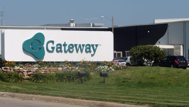 Gateway's North Sioux City building. The California-based company, which is entering a deal to be acquired by Acer Inc., employs about 850 workers in North Sioux City. Gateway had about 6,000 workers in the city before it moved its headquarters in the late 1990s. (Megan Myers/Argus Leader)