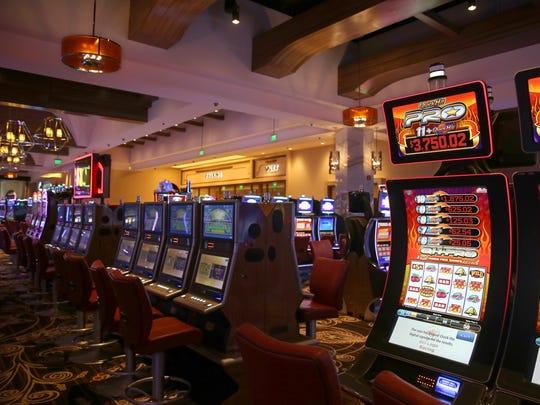 Milik milik del Lago Resort & Casino, ditampilkan di sini, seperti banyak kasino lain di New York dan belum dapat dibuka kembali. Sementara itu, bangsa Cayuga membuka kembali fasilitas terdekatnya di Union Springs.