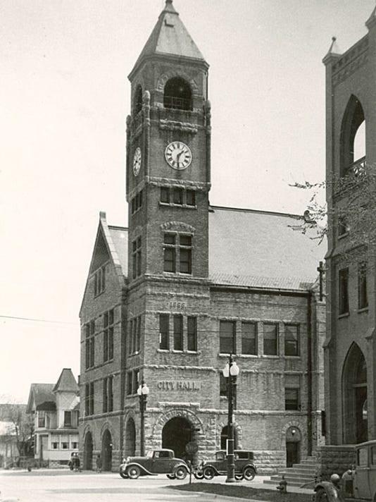 636579095614499740-Neenah-City-Hall-1930s.jpg