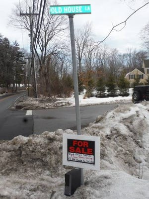 """This image of a sign advertising a """"clean hard drive"""" near the Clinton residence in Chappaqua went viral."""