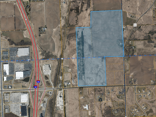 The village of Grafton has abandoned plans for a business park on 114 acres of farmland east of I-43 at the northwest corner of Highway C and Ulao Road.