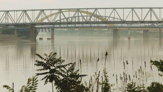 A hazy Thursday morning on the Ohio River.