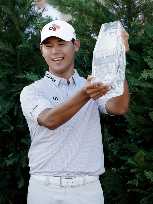 Si Woo Kim of South Korea, hold The Players Championship Trophy, Sunday, May 14, 2017, in Ponte Vedra Beach, Fla. (AP Photo/Chris O'Meara)