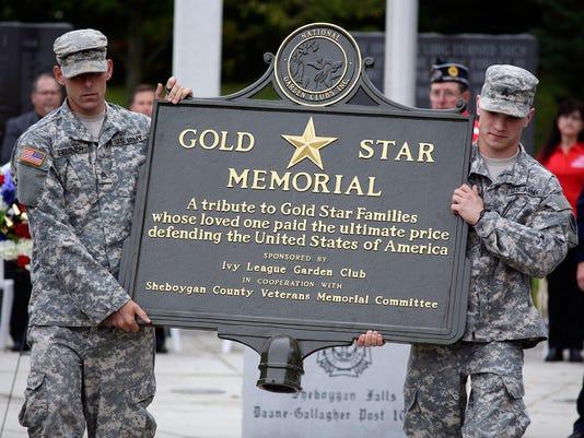 636121490589074285-she-n-Gold-Star-Memorial-Dedication1015-gck-08.JPG